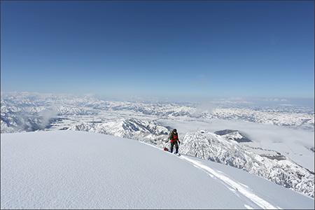 最初の小山を登り詰めた所。すごい景色です。